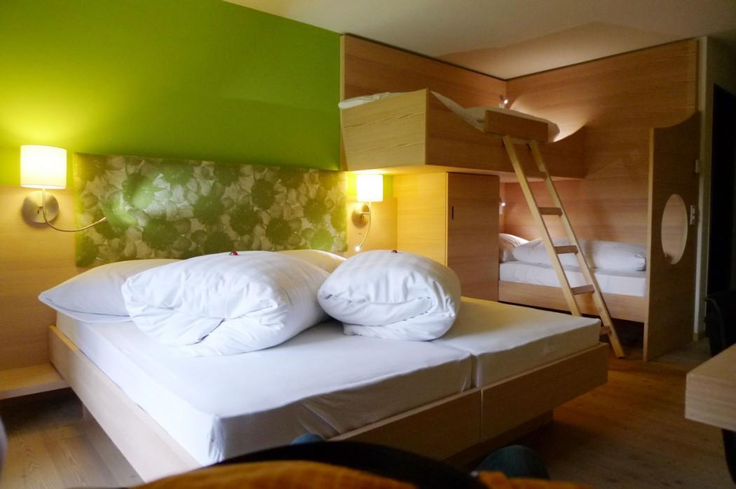 familienzimmer Hotel Ucliva Skiferien mit Kindern in Graubünden