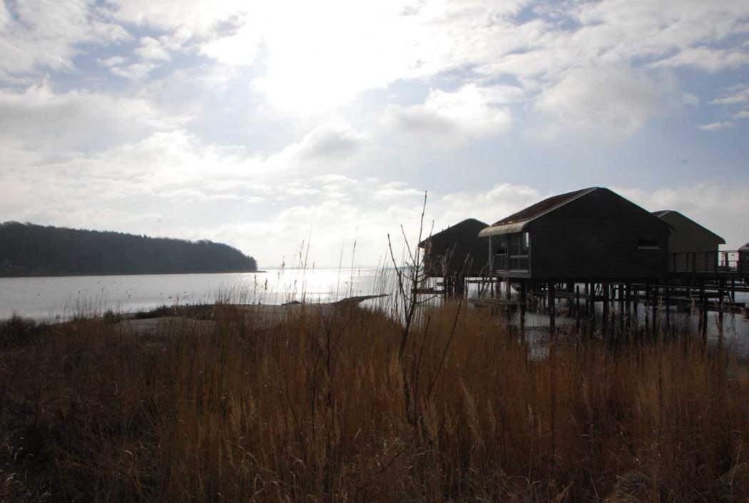 Kurzurlaub-mit-Kind-an-der-Ostsee-schwimmende-Haeuser-auf-Ruegen-im-jaich
