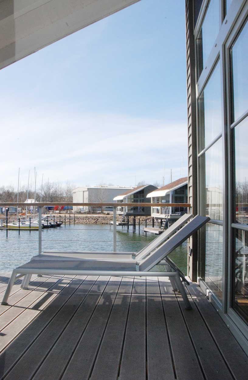 Kurzurlaub-mit-Kind-an-der-Ostsee-Pfahlhaus-auf-Ruegen-Terrasse