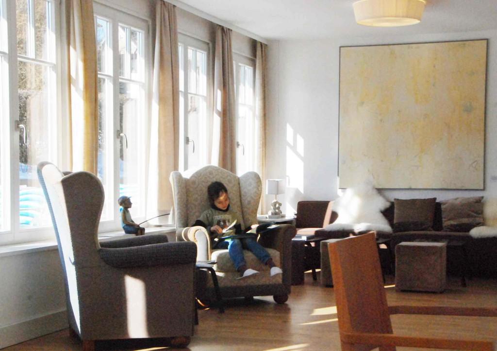 Leseecke-im-Charlottenhof-Urlaub mit-Kind-an-der-ostsee