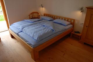 reisen-mit-kindern-nach-usedom-die-Apfelgarten-ferienwohnung-Bett