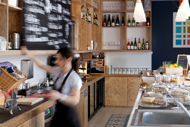 perfektes-appartment-in-berlin-mitte-cafe