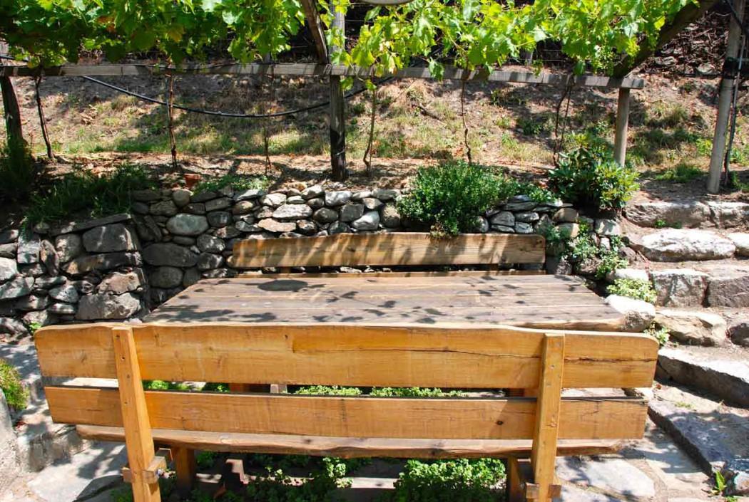 Sitzecke im Garten Pension Ottmanngut in Meran