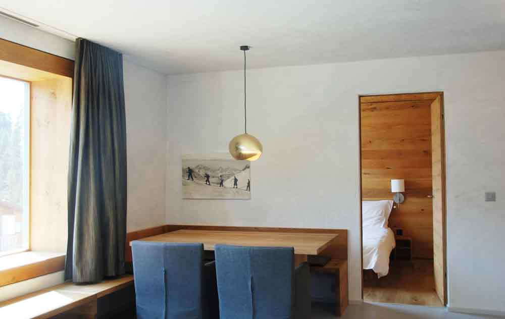 rocksresort-esstisch-Stylishe-Familienappartments-in-Laax