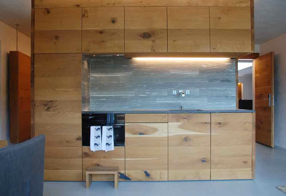 rocksresort-kuechenzeile-Stylishe-Familienappartments-in-Laax