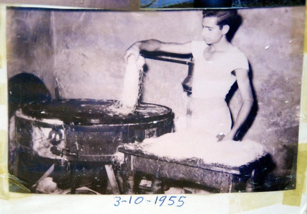 Mit dem Auto unterwegs auf Kreta Blaetterteiggebaeck seit 50 Jahren in Rethymno