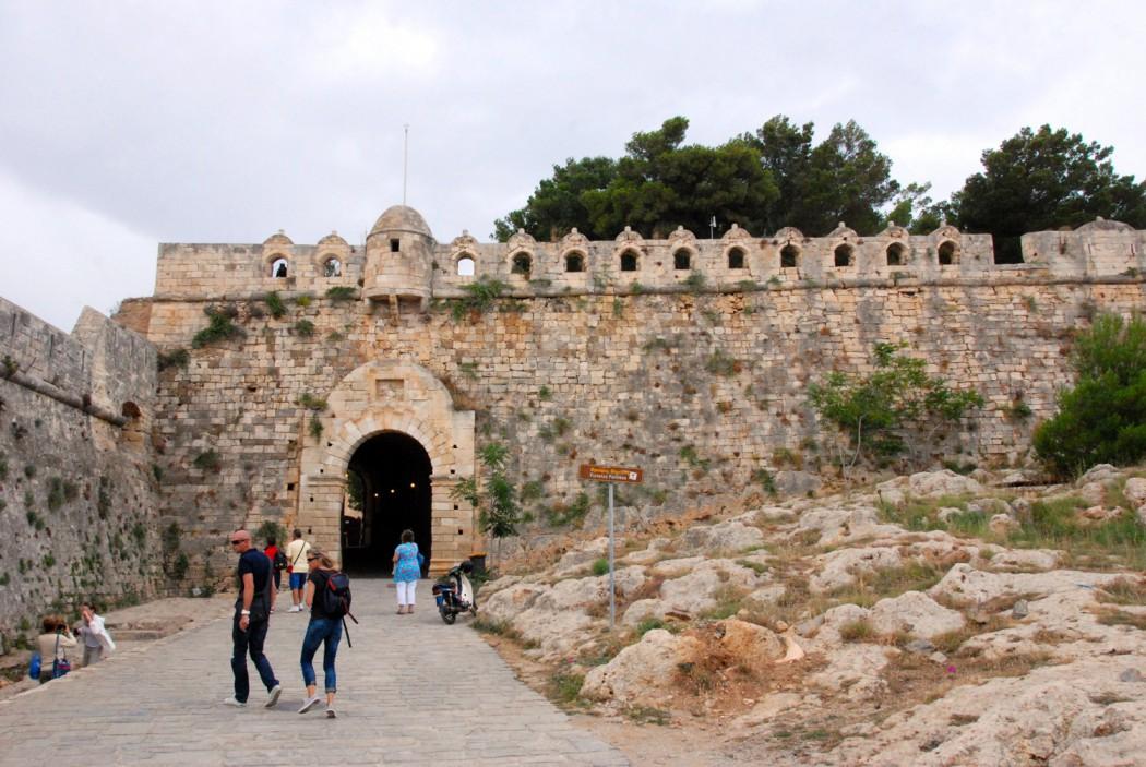 Mit dem Auto unterwegs auf Kreta Eingang Festung von Rethymno