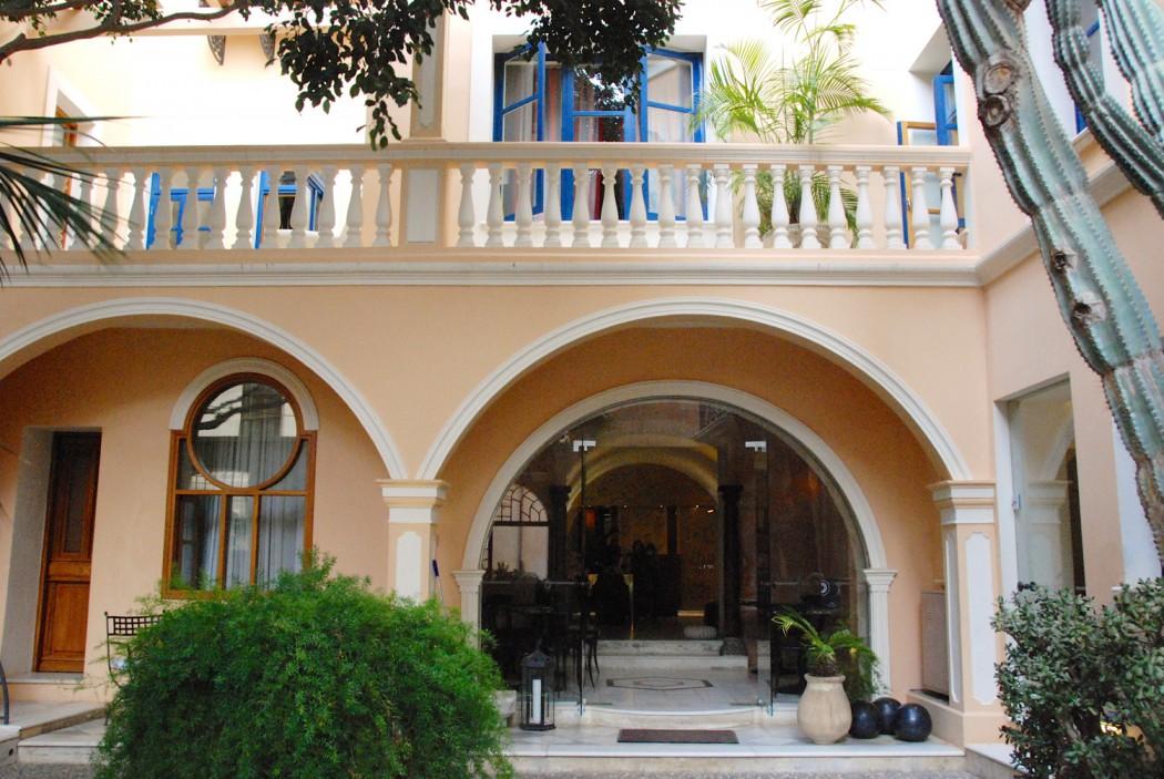 das beste hotel in chania entdeckt casa delfino innenhof