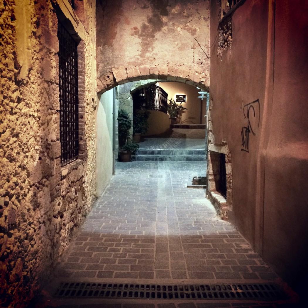 das beste hotel in chania entdeckt und enge gassen bei nacht