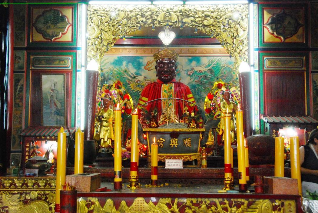 mit dem Fahrrad durch Bangkok Tempelaltar