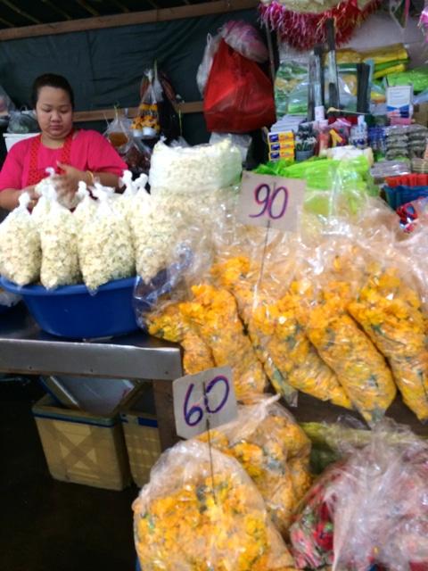 mit dem Fahrrad durch Bangkok vorbei an 1000 Blueten