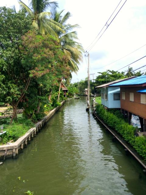 mit dem Fahrrad durch Bangkok Kanal