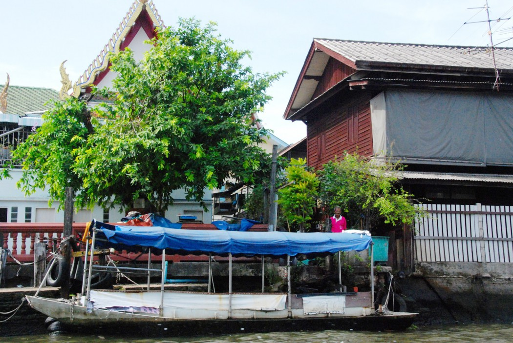 mit dem Fahrrad durch Bangkok fahrt auf dem Kanal