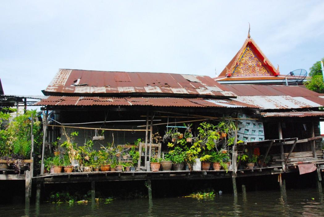 mit dem Fahrrad durch Bangkok Blick vom Wasser aus