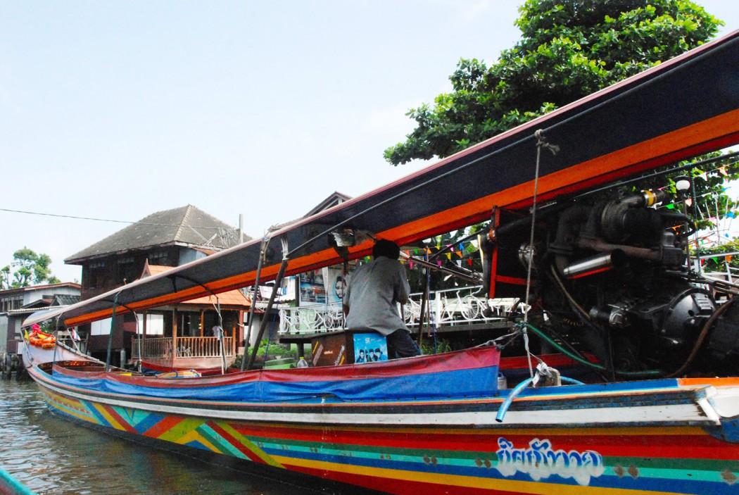 Bangkok, auf Straßen und Kanälen