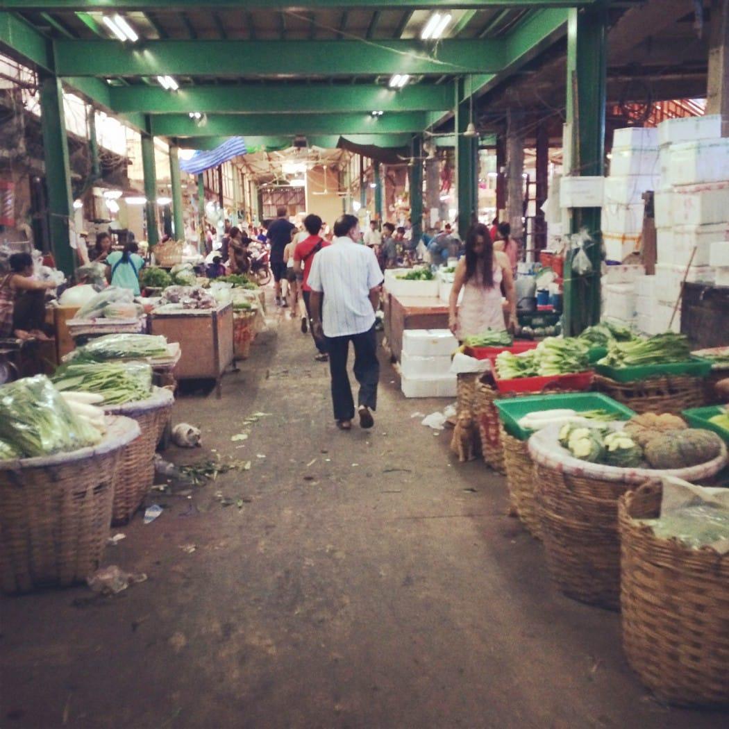 mit dem Fahrrad durch Bangkok und die Markthalle