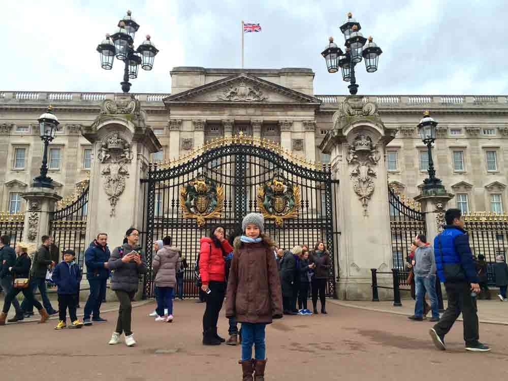 buckinghampalace-london-mit-kind_5126