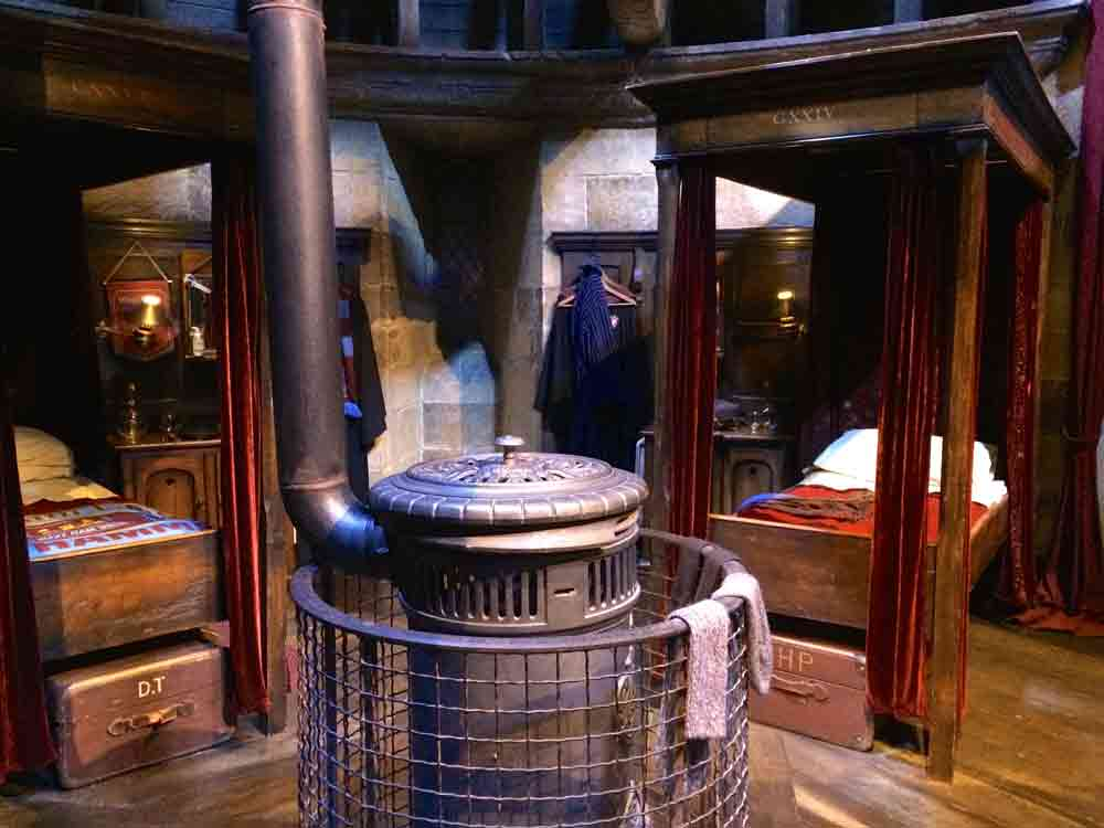 schlafsaal harry potter Warner Bros Studio Tour London