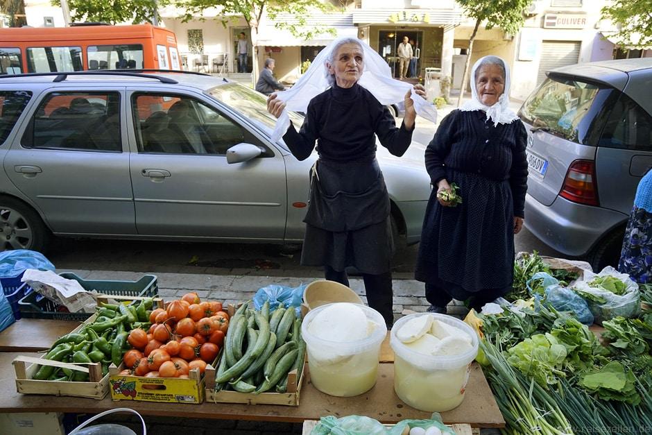 Bester deutscher Reiseblog Reisezeilen Albanien_Marktszene Tirana
