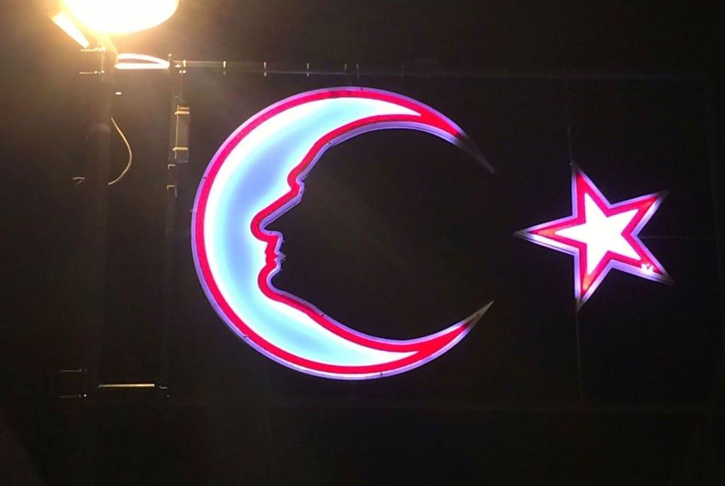 Attatuerk Neonlicht in Izmir