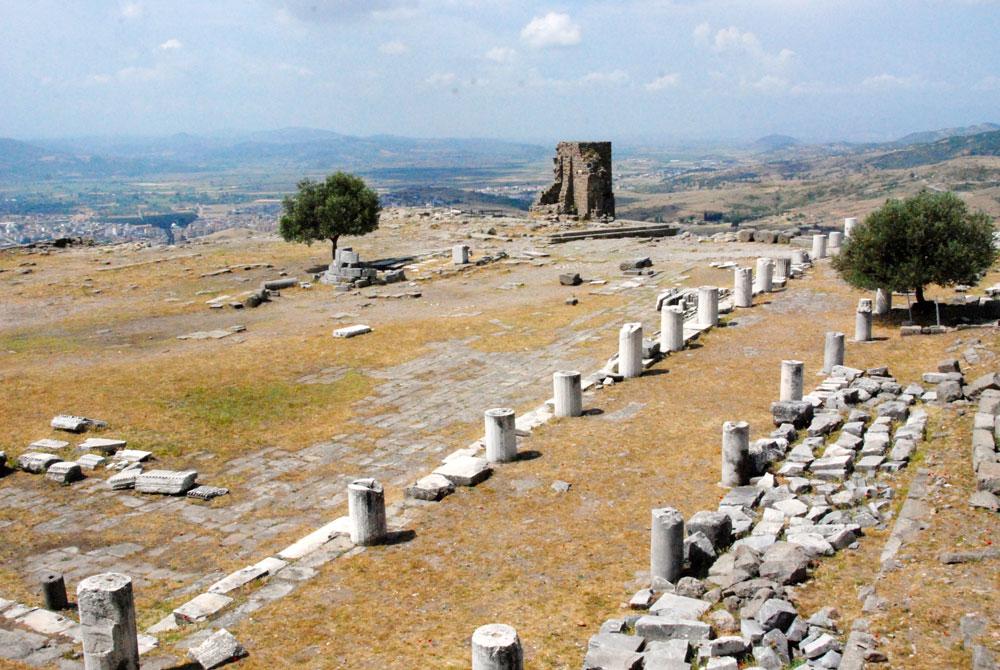 Rundreise durch die Westtürkei. Pergamon Saeulengang