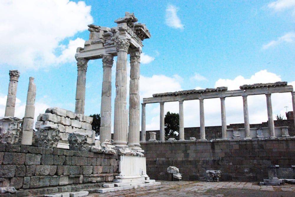 Rundreise durch die Westtürkei. Pergamon die Reste des Tempels