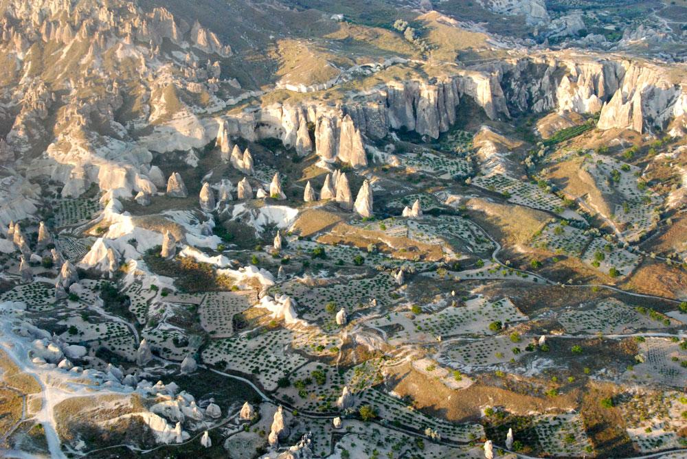 Blick von Oben auf eine unglaubliche Landschaft in Kappadokien