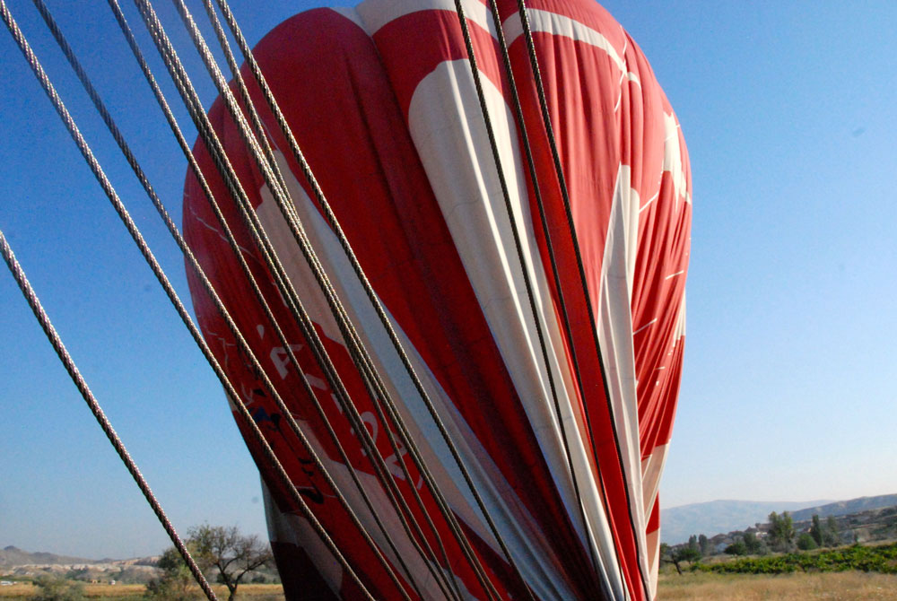 Grosser Ballon wird zusammengelegt