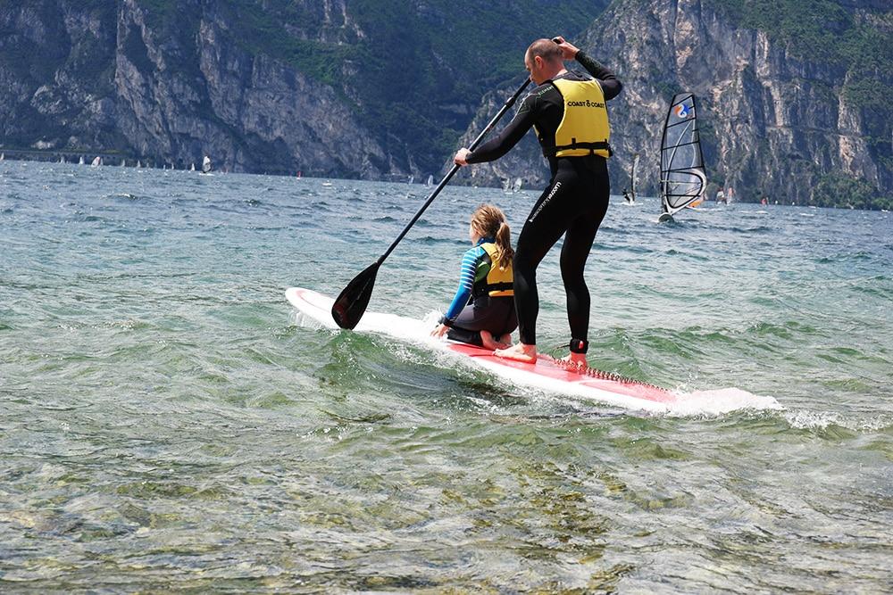 Stand up Paddeln mit Kind auf dem nördlichen Gardasee