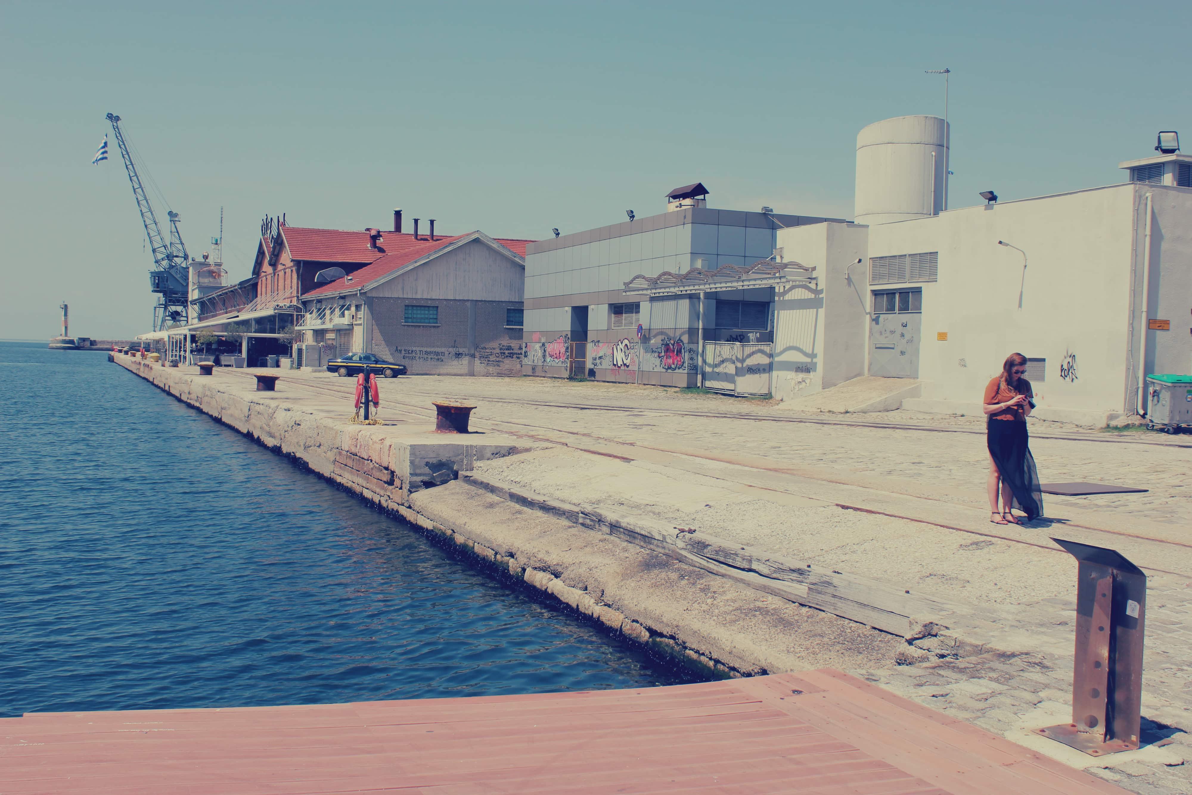 Lagerhaeuser am Hafen Thessaloniki
