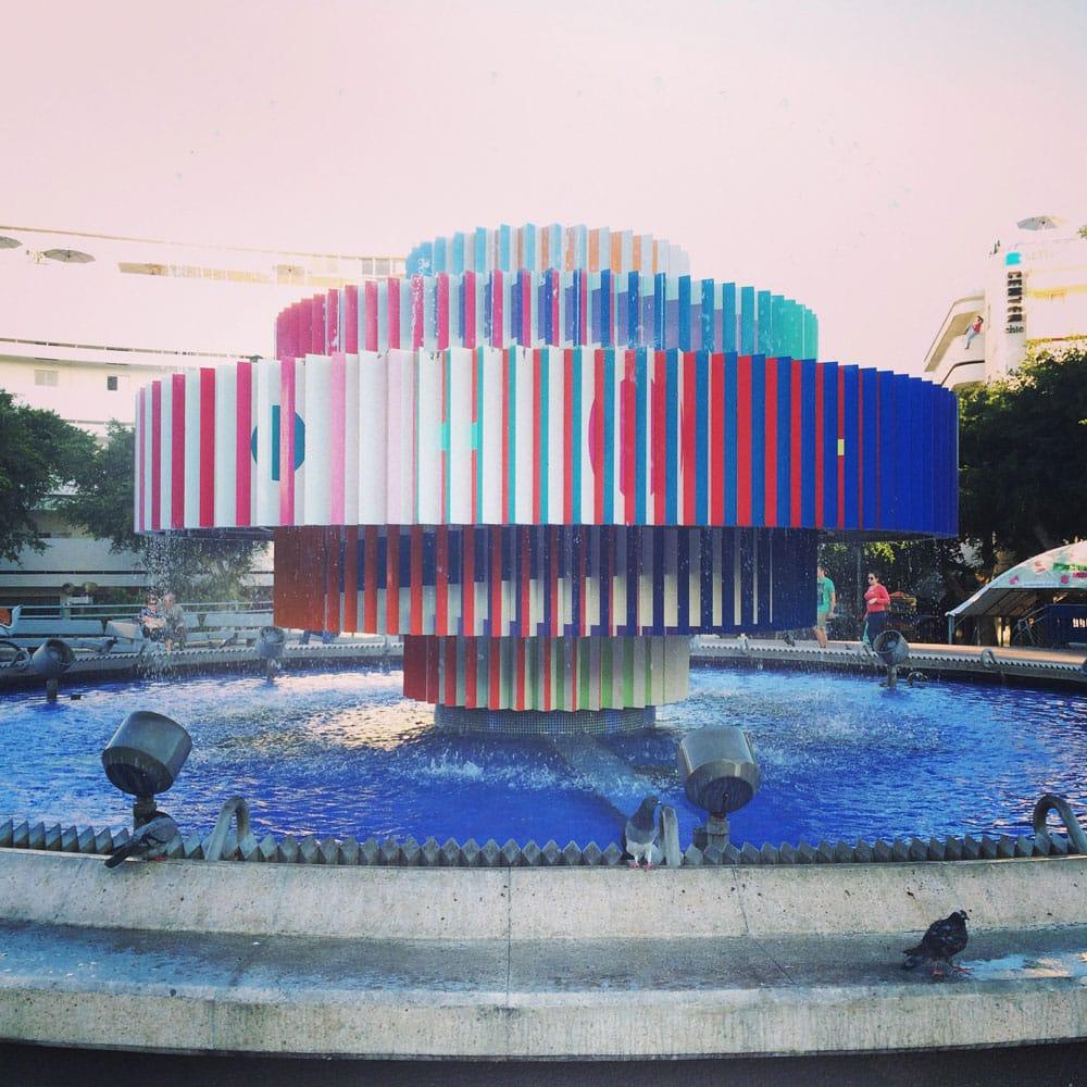 spannende Rundreise durch Israel ©looping-magazin Brunnen in Tel Aviv