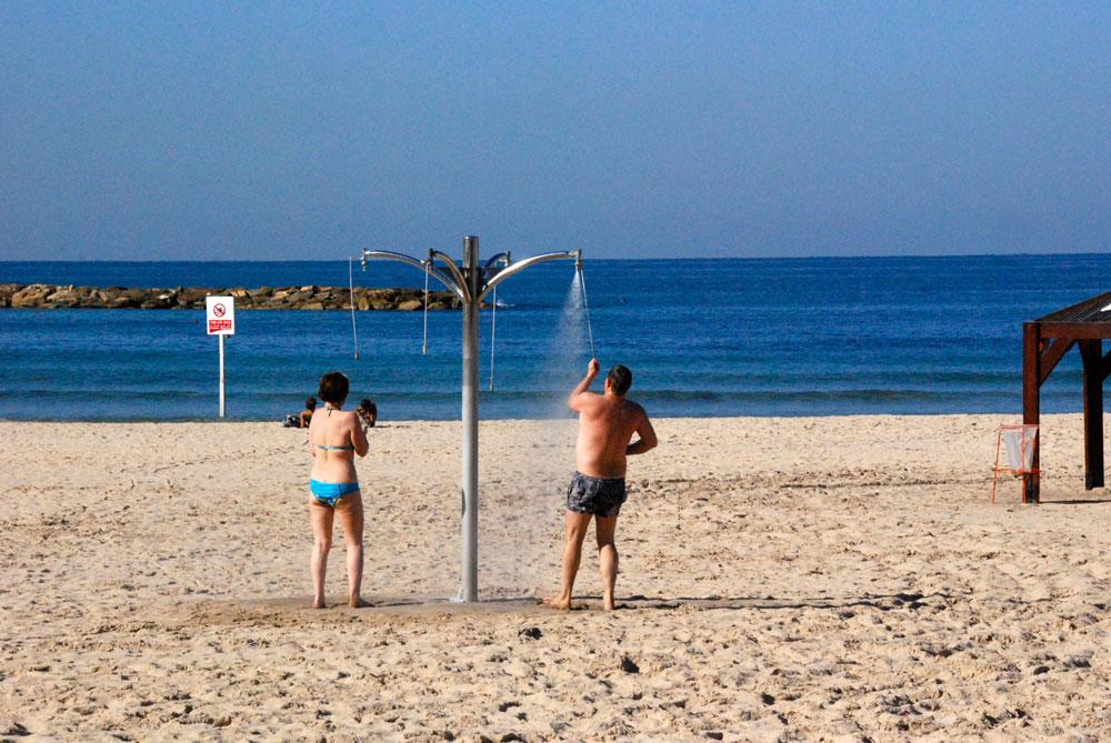 Duschen-am-strand-tel-aviv