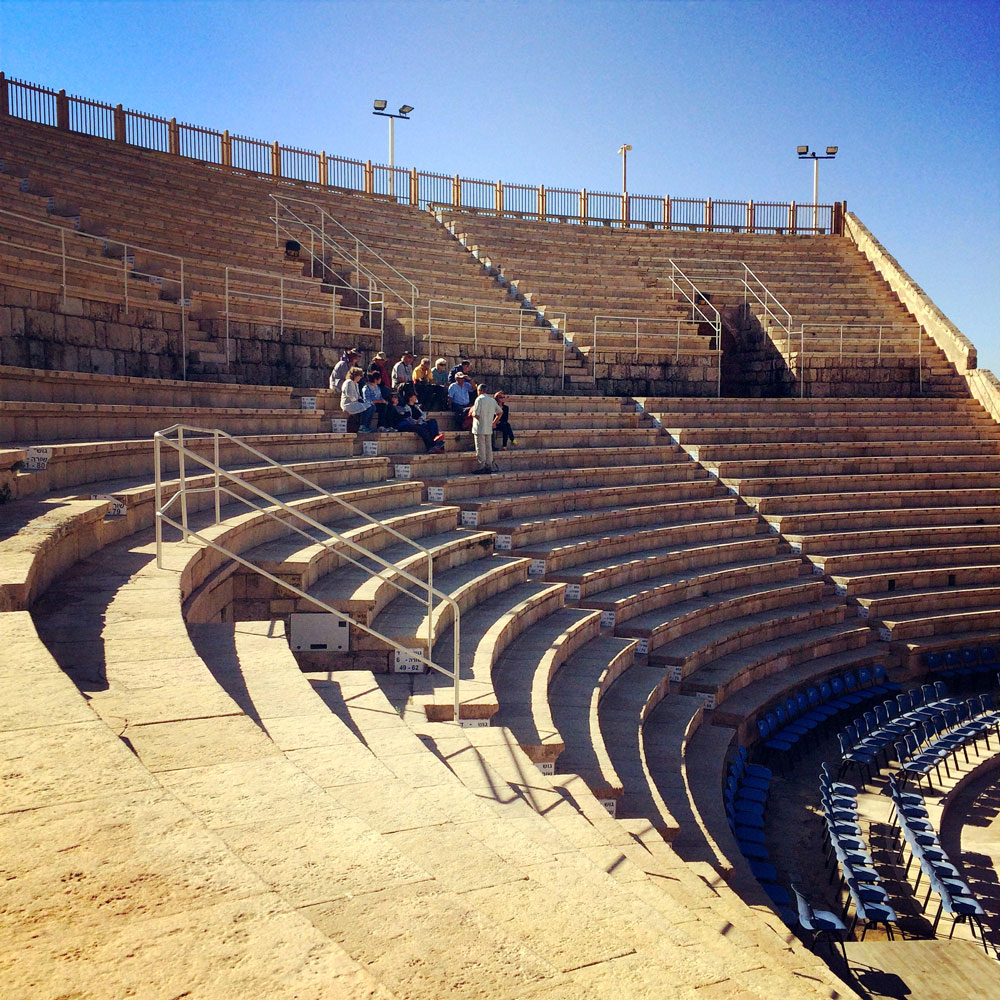 spannende Rundreise durch Israel ©looping-magazin Amphitheater Cesarea