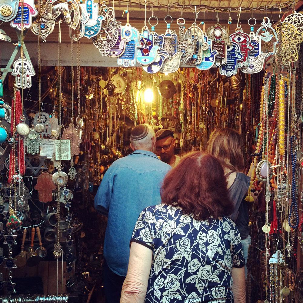 unvergessliche Reise durch Israel Shop in der Altstadt Tel Aviv ©looping-magazin