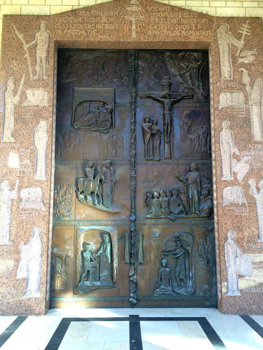 spannende Rundreise durch Israel ©looping-magazin Portal der Verkündigungskirche in Nazareth