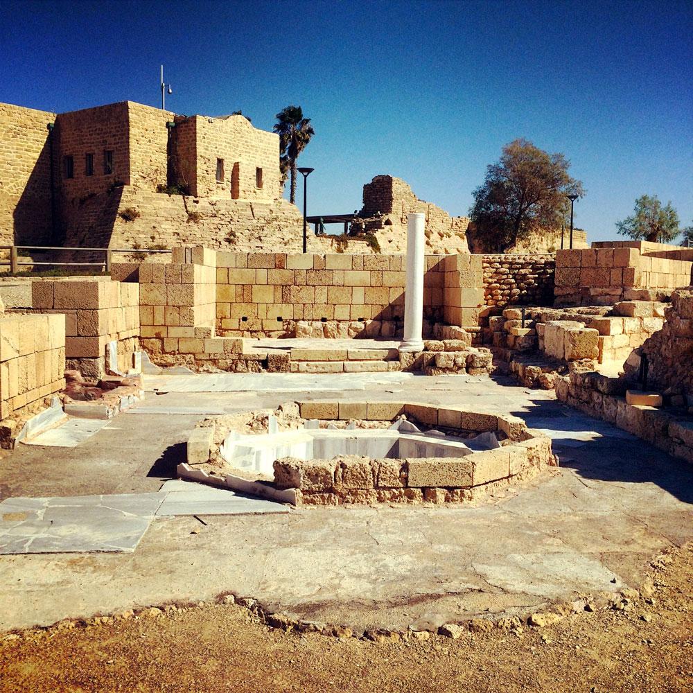 spannende Rundreise durch Israel ©looping-magazin die Ruinen von Cesarea