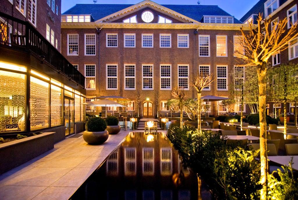 Sofitel-Legend-The-Grand-Amsterdam-Innenhof-abends