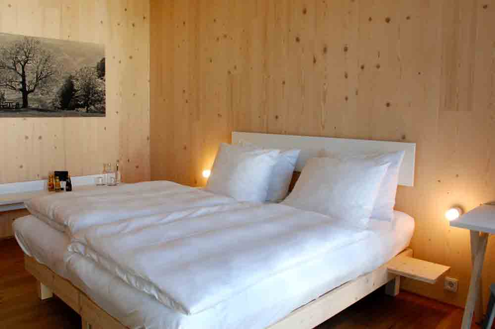 zimmer aus holz bader hotel looping zusammen die welt entdecken. Black Bedroom Furniture Sets. Home Design Ideas