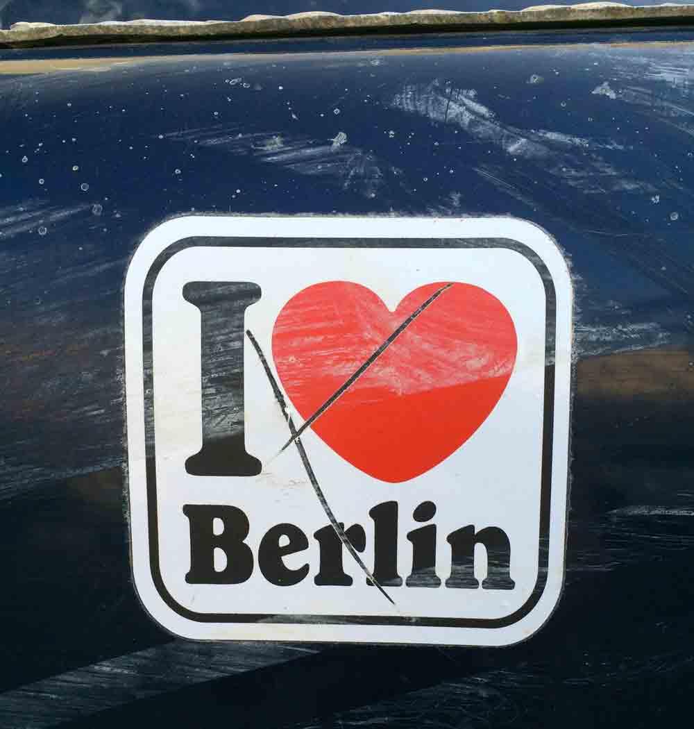 Berlinaufkleber-auf-dem-jeep