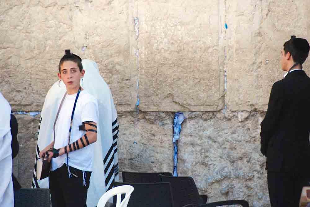 Junge-an-der-klagemauer-Jerusalem