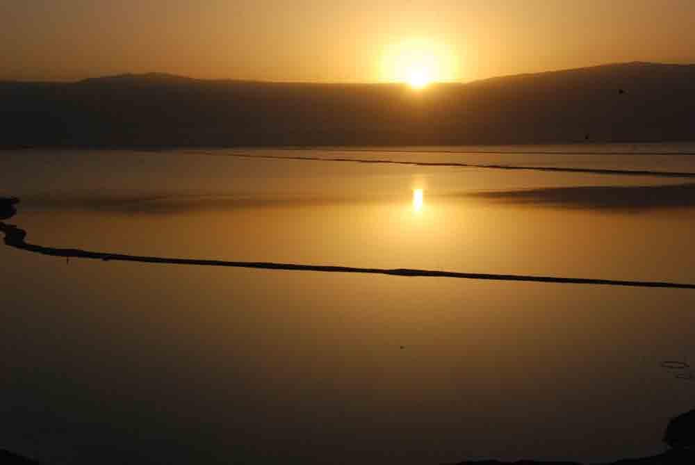Sonnenaufgang-am-toten-meer