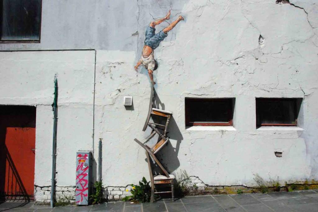 Stavanger-streetart-stuhlbalance