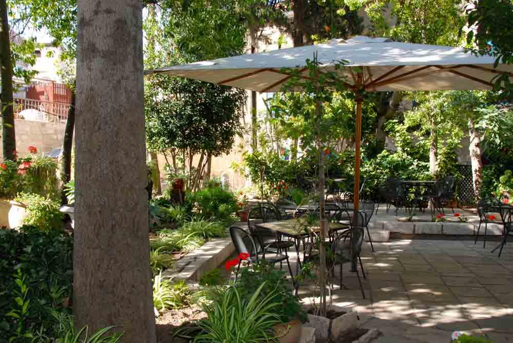 Israel Rundreise im Garten des österreichischen Hospitz in Jerusalem
