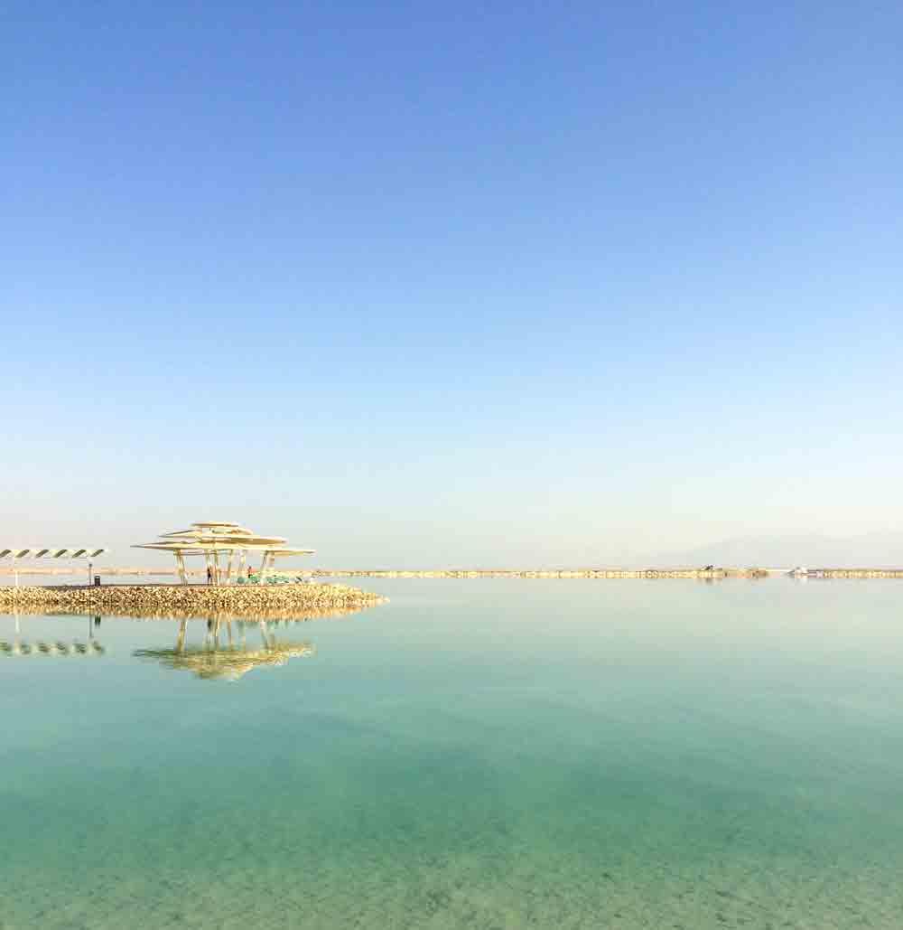 Vom Toten Meer in die Wüste Negev ©looping-magazin morgens am Toten Meer