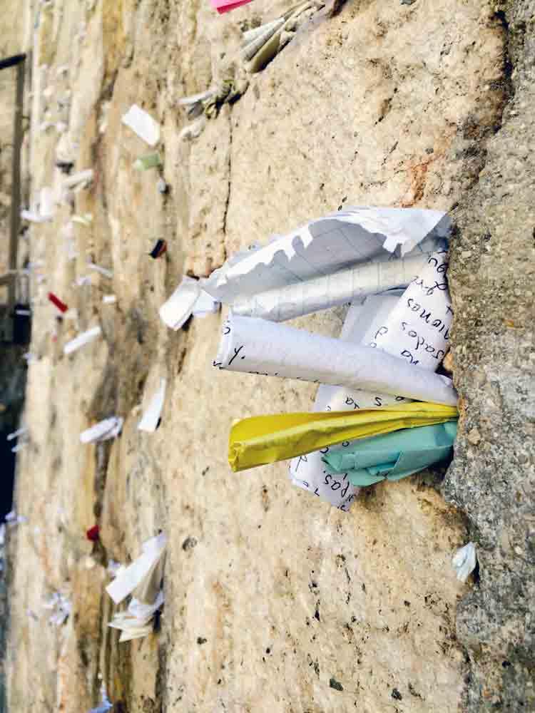 Israel Rundreiseviele Zettel in der Klagemauer Jerusalem