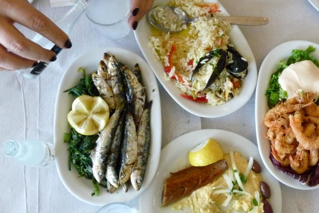 Freibeuter-reisen-essen-mit-freunden-griechenland