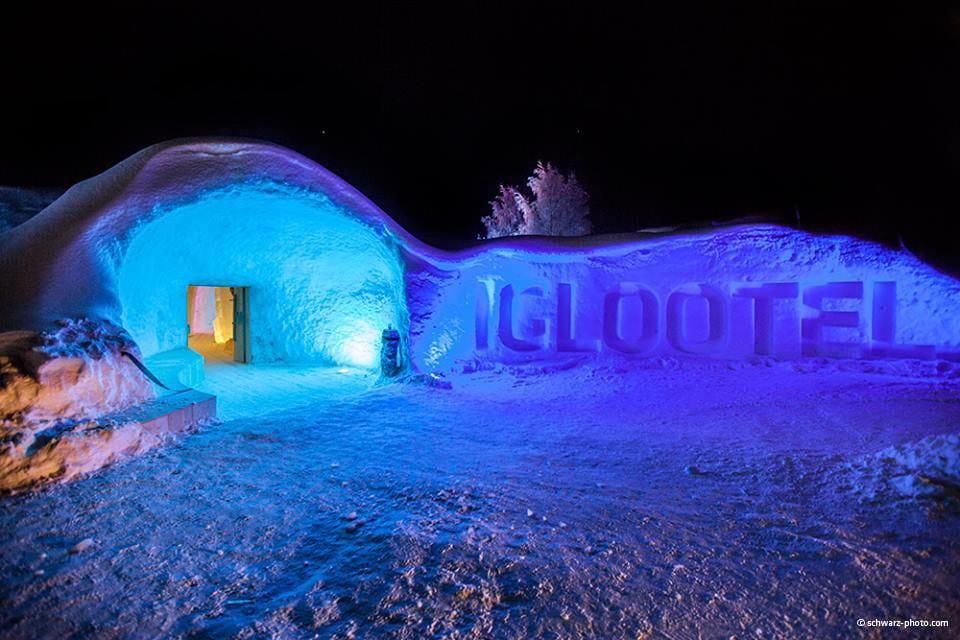 Looping-im-IGLOOTEL_Lappland-außen