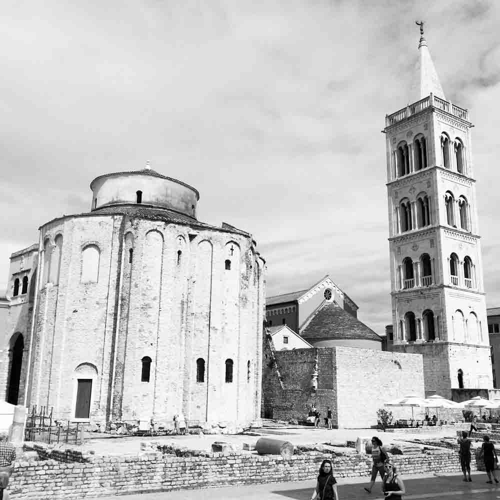 Rueckteil-der-kathedrale-und-glockenturm-Zadar