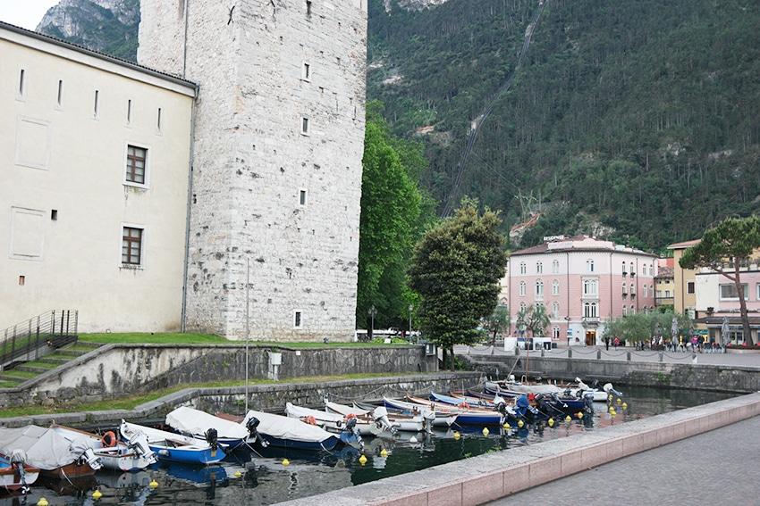 Boote Riva del Garda Gardasee mit Kind auch bei Regen entdecken