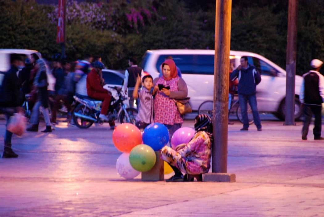 Kurztripp nach Marrakesch auf dem Platz vor der Koutoubia Moschee